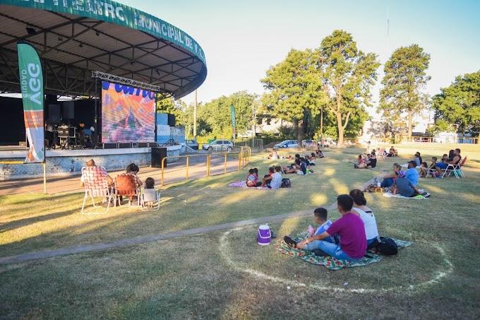 Sábado de Cine a la Reposera, Circo y Feria en el Anfiteatro Municipal