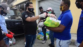 Asdrúbal lleva ayuda alimenticia a los DJs en cuarentena