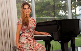 Aline Barros mostra sua mansão em programa de tv