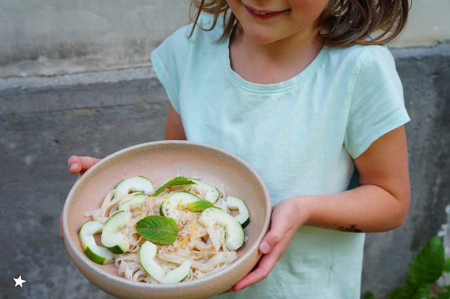 food photography photo culinaire nouilles riz sauce coco cacacuète vegan