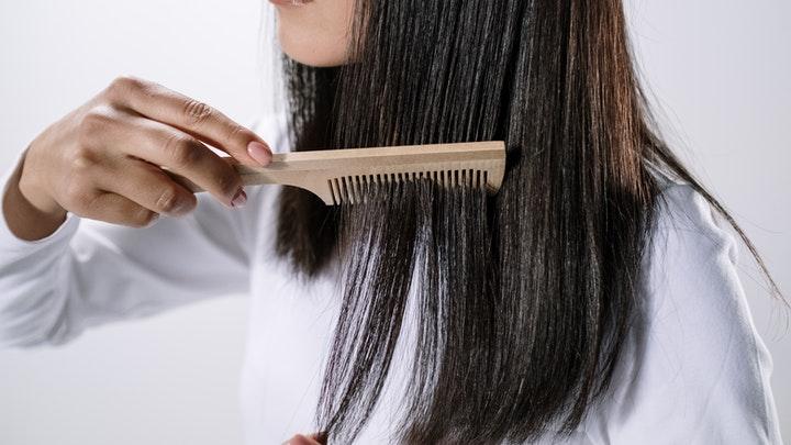 3 Penyebab Rambut Kering Yang Perlu Diketahui