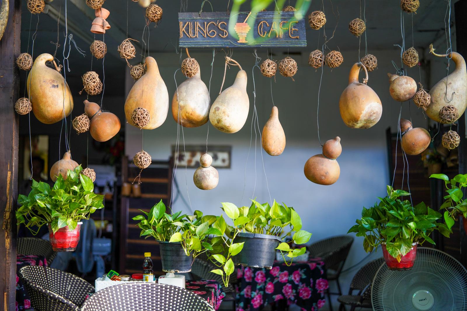 Kung's Cafe, Laos