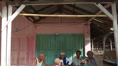 Babinsa Koramil 427-02/kasui Melakukan Komsos Ditengah Masyarakat Binaannya