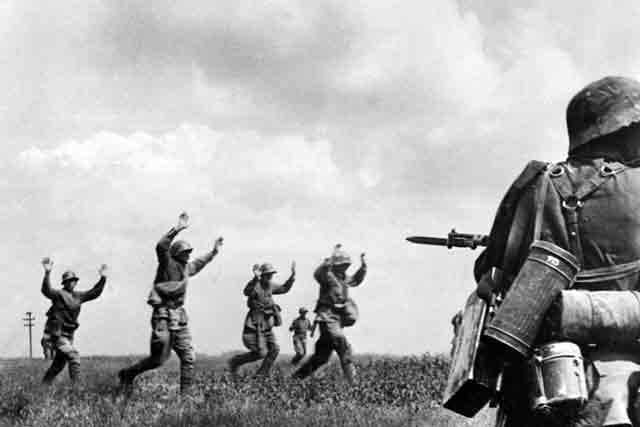 Soviet soldiers surrendering on 12 September 1941 worldwartwo.filminspector.com