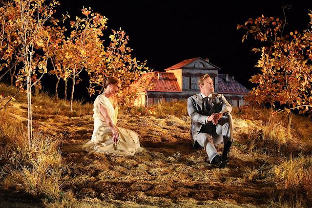 Tchaikovsky: Eugene Onegin - Sara Jakubiak (Tatyana) and Lucas Meachem (Eugene Onegin) - Santa Fe Opera, 2021 (Photo: Curtis Brown)