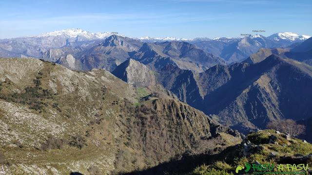 Vista de Picos de Europa desde el Pico Cunio, Ponga