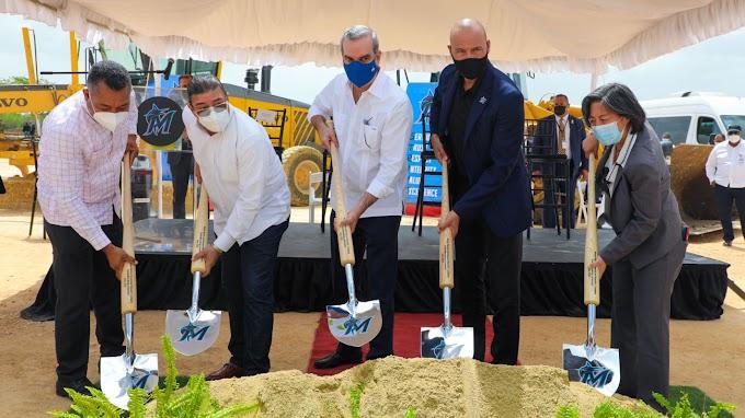 Presidente Abinader asiste al primer palazo para la construcción del Centro de Educación y Formación de Béisbol de lo Marlins de la Florida