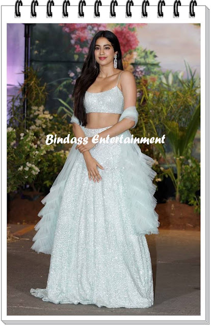 Janhvi-Kapoor-at-Sonam-Kapoor-marriage-and-reception-party