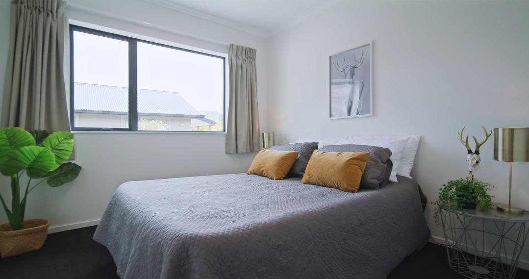 13 Interior Design Photos vs. 31 Rere Rd, Lake Hayes Estate Home Tour