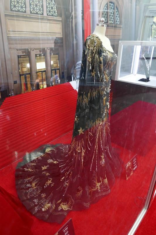 Sandra Bullock Oceans 8 Debbie Met Gala gown