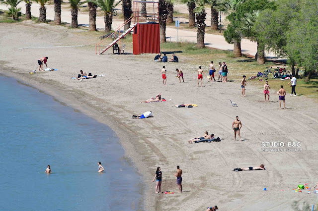 Εικόνες από πρώιμο καλοκαίρι στην παραλία Καραθώνας στο Ναύπλιο