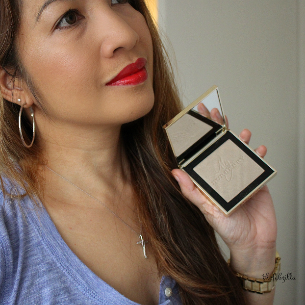 Burberry Fragranced Luminizing Powder and Burberry Kisses Military Red, Holiday Makeup, Jennifer Lopez AMA makeup