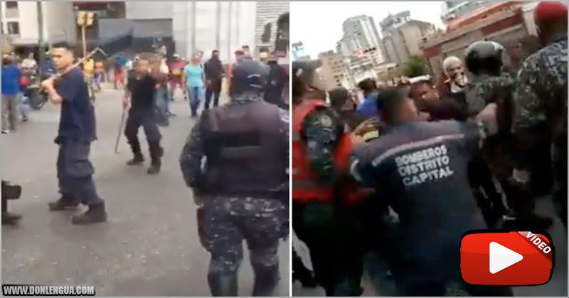 Funcionarios de la PNB le cayeron a golpes a unos Bomberos en Plaza Venezuela