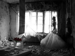 noiva numa casa abandonada