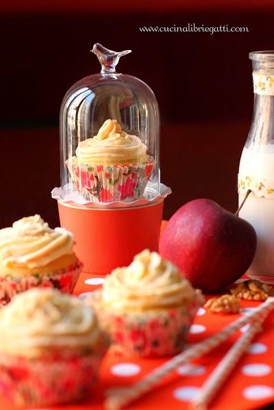 cupcake mela noci cardamomo frosting caramello ricetta
