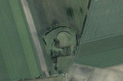 Małachowo - Złych Miejsc - piastowskie grodzisko - zdjęcie satelitarne z portalu zumi