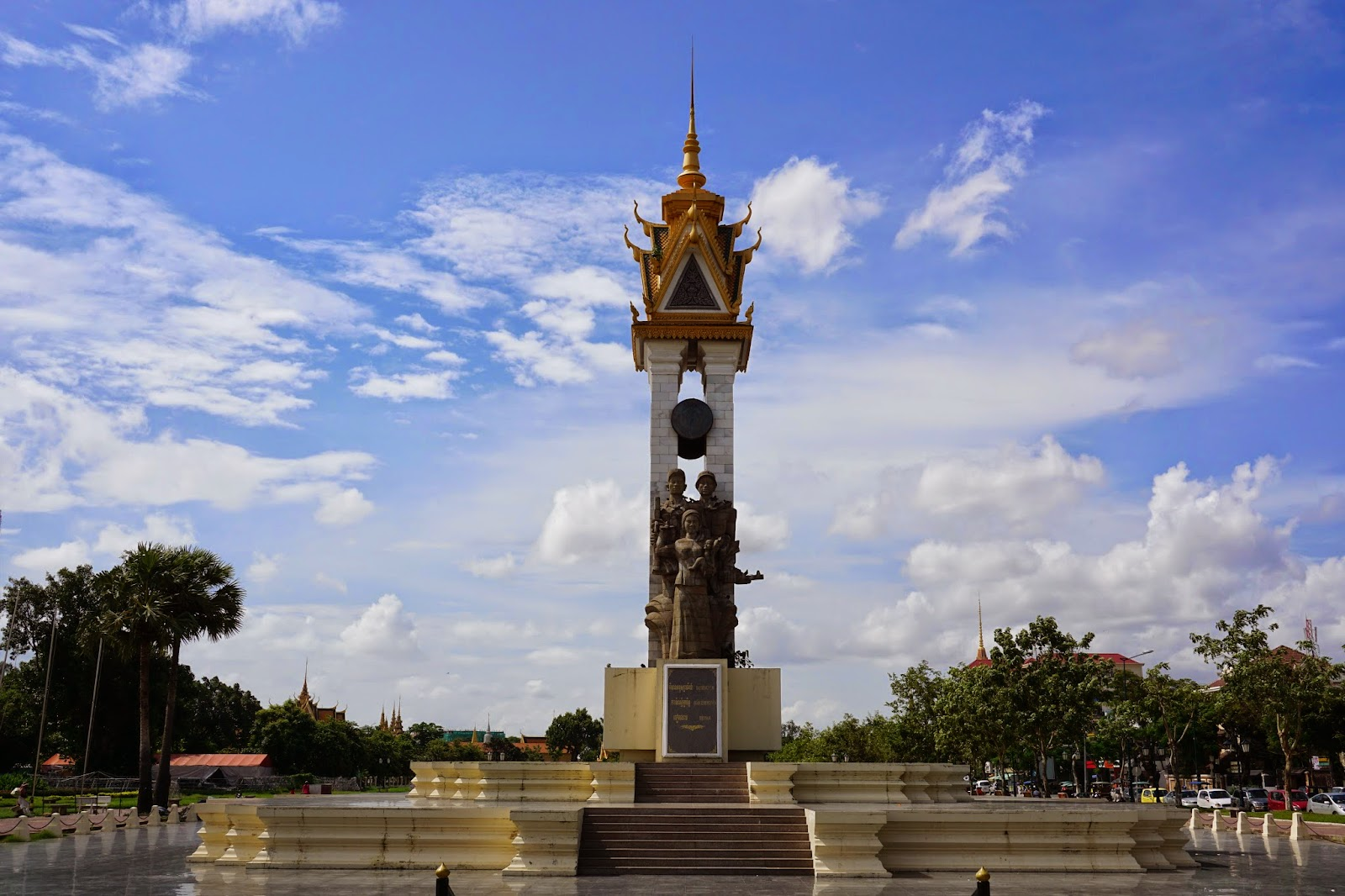 Cambodia-Vietnam Friendship Monument in Wat Botum park