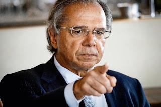 Auxílio emergencial deve ser dado enquanto durar a crise, diz Guedes