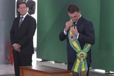 Mourão de olho na faixa de Bolsonaro
