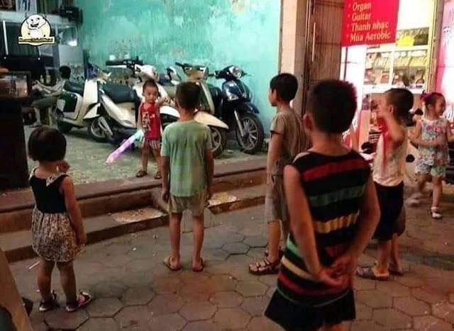 Anak kecil berkelahi