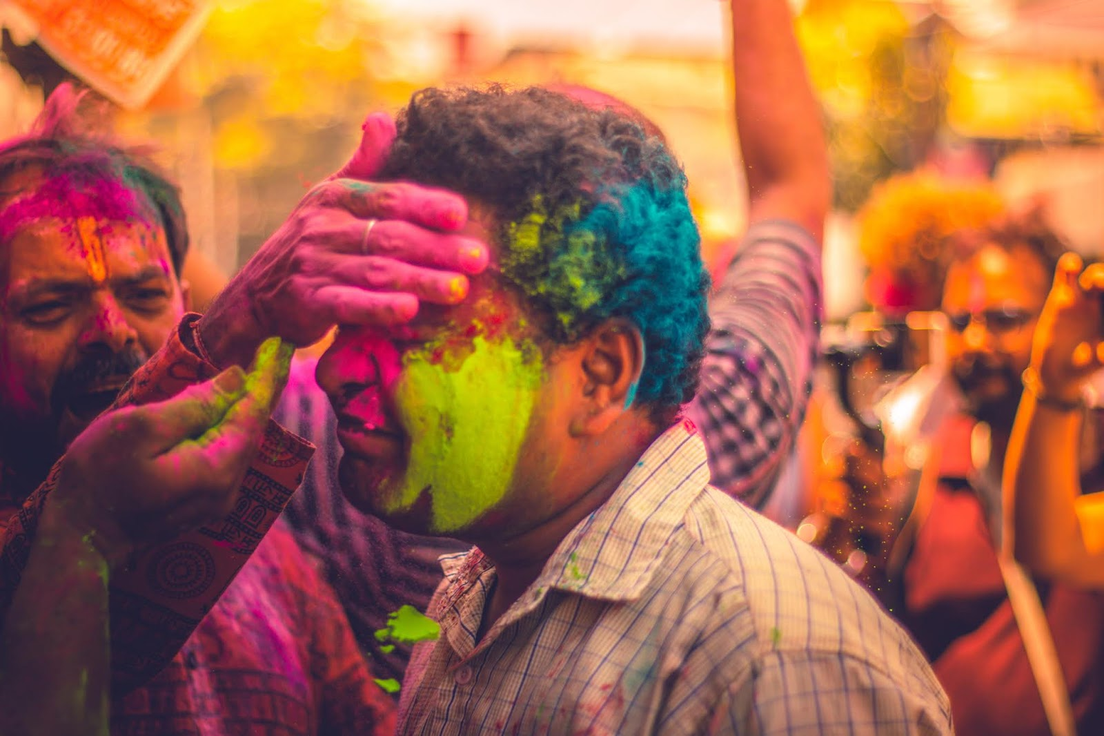 how to remove holi colour from face