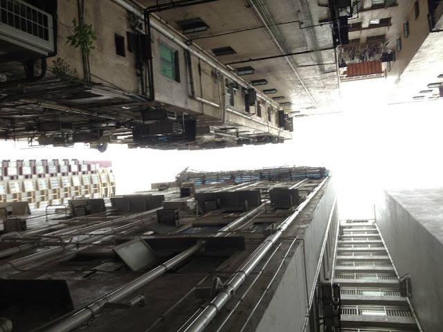 Hotel widok w górę na klatkę schodową Hong Kong