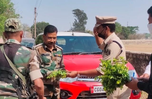 """कम्युनिटी पुलिसिंग : """" सरगुजा जशपुर """" सीमा पर बनेगी पुलिस की नई चौकी -आईजी ,अपराध पर नियंत्रण के लिये  ग्रामीणों को जागरुक होकर त्वरित सूचना देने की अपील,बच्चों की अद्भुत प्रस्तुति ने ग्रामीणों को किया जागरुक।"""
