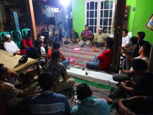 Nurfahroji dan Jamkeswatch Sosialisasikan JKN Kepada Warga Rawakalong