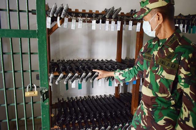 Kasiintel Rem 081/DSJ Lakukan Pemeriksaan Gudang Senjata