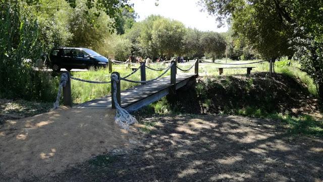 Ponte pedonal no Oarque de Lazer nascentes das Loureiras