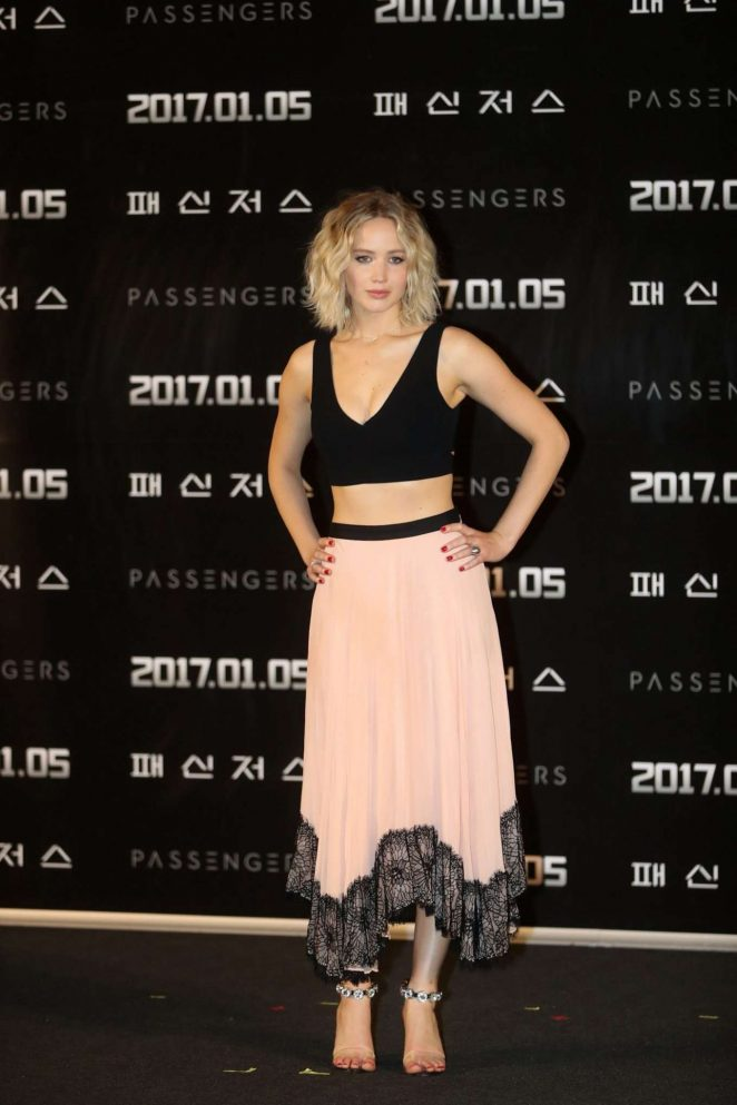 US Actress Jennifer Lawrence At Press Conference In Pink Skirt
