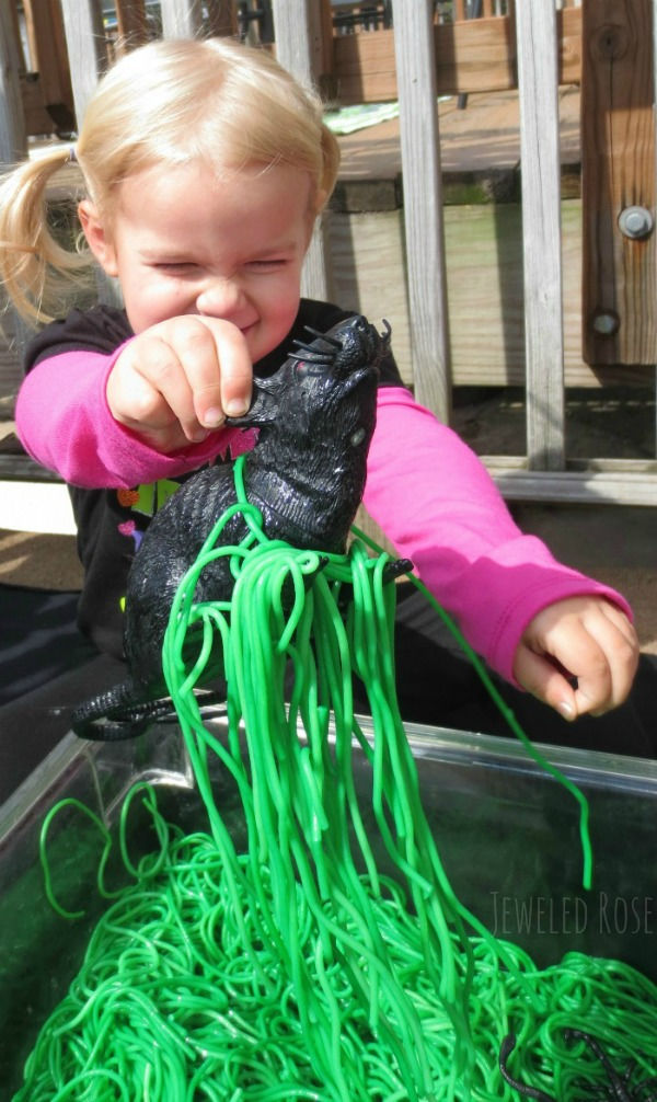 Take play-time up a notch and make Halloween goblin guts for kids!  This gooey slime is made from spaghetti. #goblinguts #spaghettirecipes #spaghettislime #halloweenspaghetti #halloweensensorybin #halloweensensoryactivities #spookyspaghetti #howtodyespaghettinoodles #sensoryactivities #sensorybins #growingajeweledrose