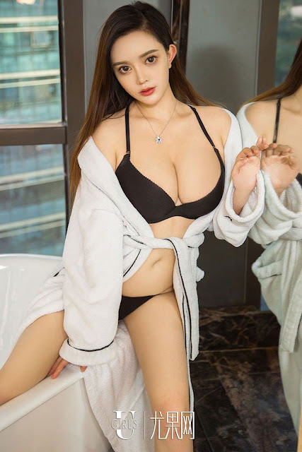 Hot and sexy big boobs photos of beautiful busty asian hottie chick Chinese booty model Zhang Zhi Ling photo highlights on Pinays Finest sexy nude photo collection site.