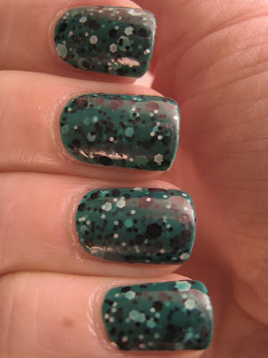 Maybelline-Polka-Dots-nail-polish-Rainforest-Canopy