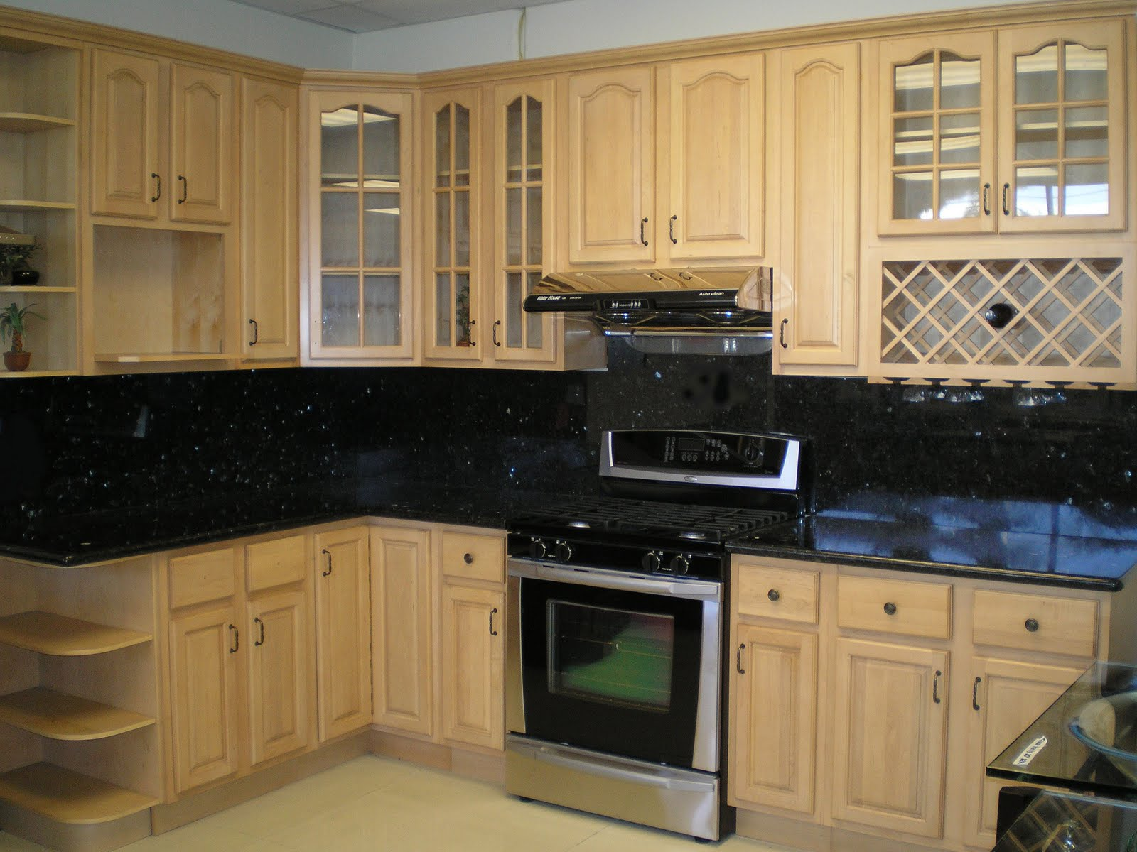 Best wall color for kitchen with maple cabinets. kitchen paint ...