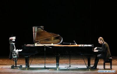 หุ่นยนต์ Teotronica ท้าดวลเปียโน Roberto Prosseda นักเปียโนชื่อดังชาวอิตาเลียน
