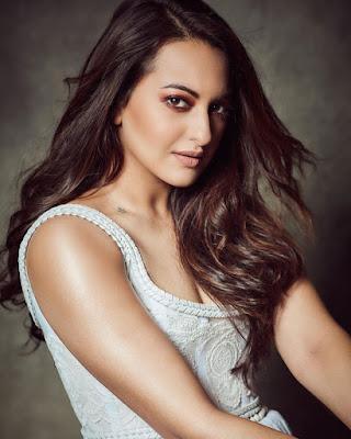 Indian film actress Sonakshi Sinha gallery | Tophubz