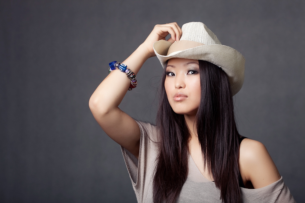 стареющие телки киргизка девушка на фото девушки большими