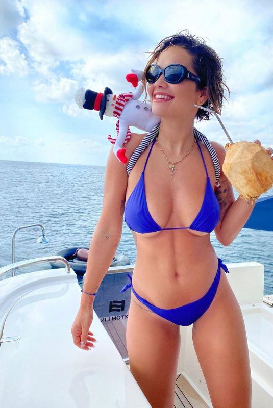 Rita Ora Clicked in Bikini at a Boat – Instagram Photo 24 Dec-2019