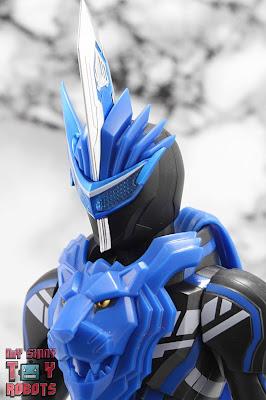 S.H. Figuarts Kamen Rider Blades Lion Senki 01