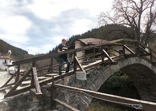 Uno de los puentes de Shiroka Laka.
