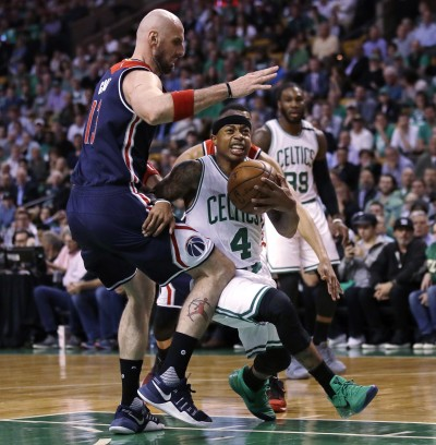 Horford, con doble-doble, ayuda a Boston a colocar la serie 2-0 a su favor