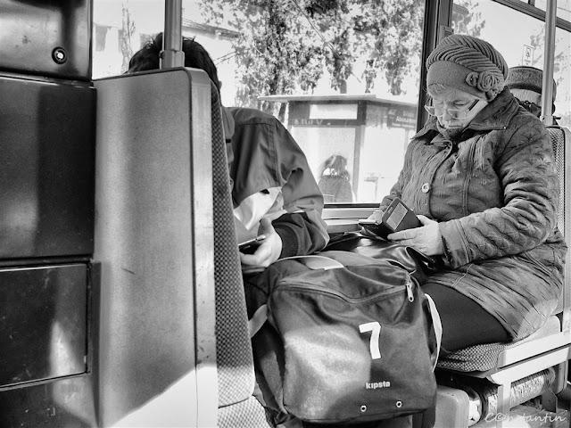 Socializare în autobuz - blog FOTO-IDEEA