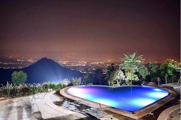 Nuansa Romantis Taman Love Soreang Bandung