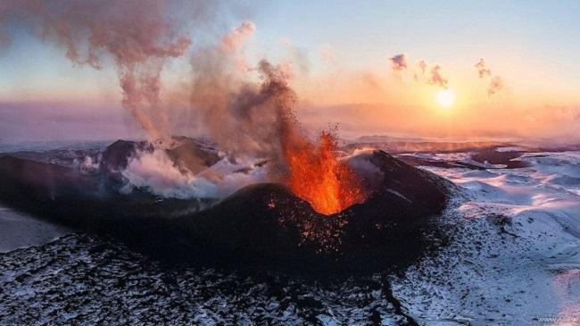 Vulcão em erupção/AirPano/Reprodução