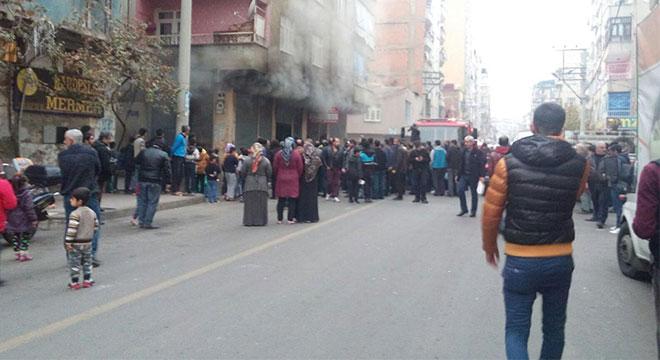 Diyarbakır Bağlar'da elektrik kontağından çıkan yangın iş yerini küle çevirdi