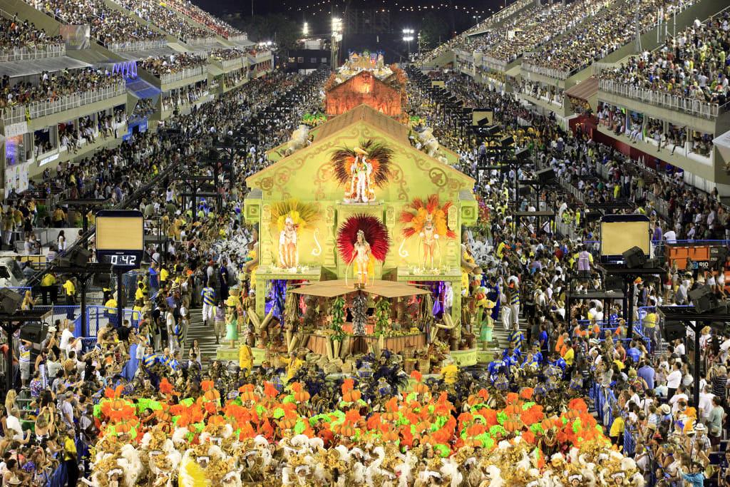 BRAZIL TEŠKO POGOĐEN PANDEMIJOM: Odgođen i tradicionalni karneval u Rio de Janeiru