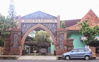 Gerbang Depan Museum Kartini