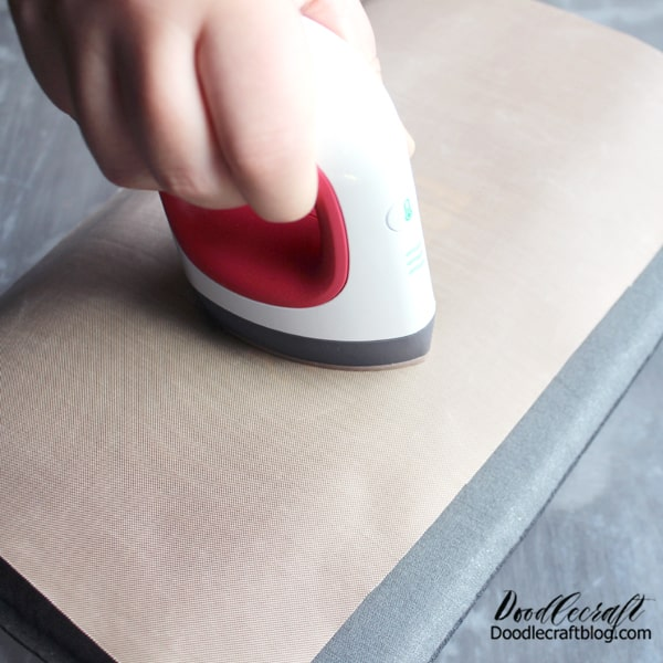Step 3: Press Then place the iron-on on the notebook and cover with a heat protective sheet. Press with the EasyPress for about 30 seconds.
