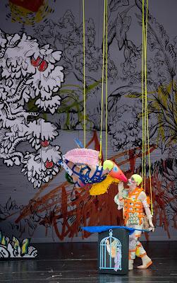 Mozart: Die Zauberflöte - Dancer und Florian Teichtmeister (Papageno - Staatsoper Berlin (Photo Monika Rittershaus)